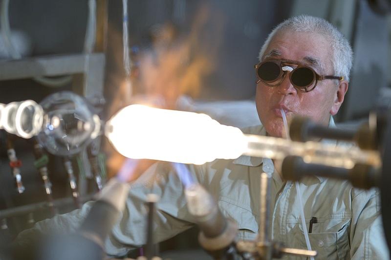 【4/10受付開始・あやせ得々スタンプラリー】大迫力!ガラス工房の職人技【㈱鎌田理化学器械製作所】
